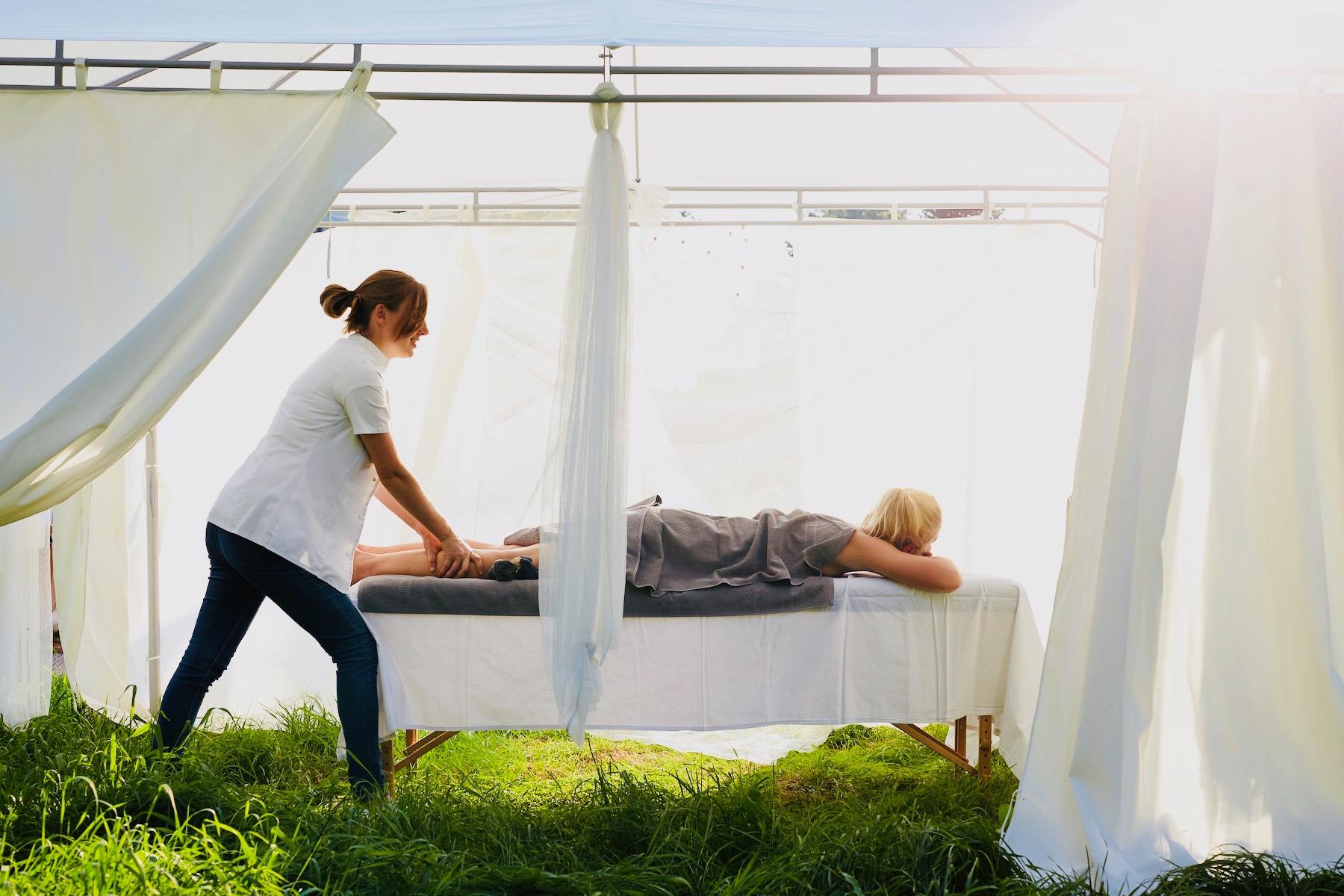 Relaksujące masaże na świeżym powietrzu